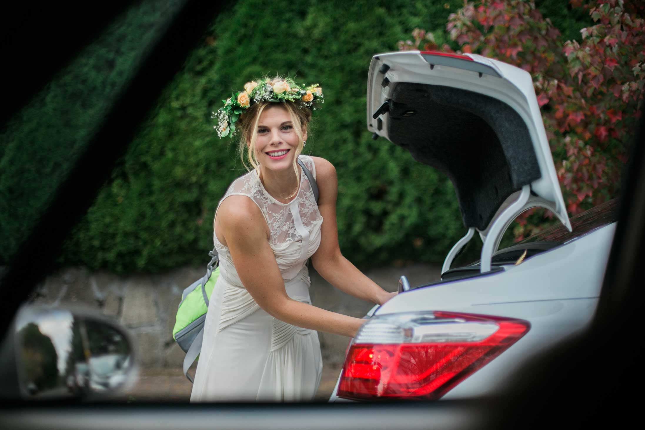 candid-bride-flower-crown