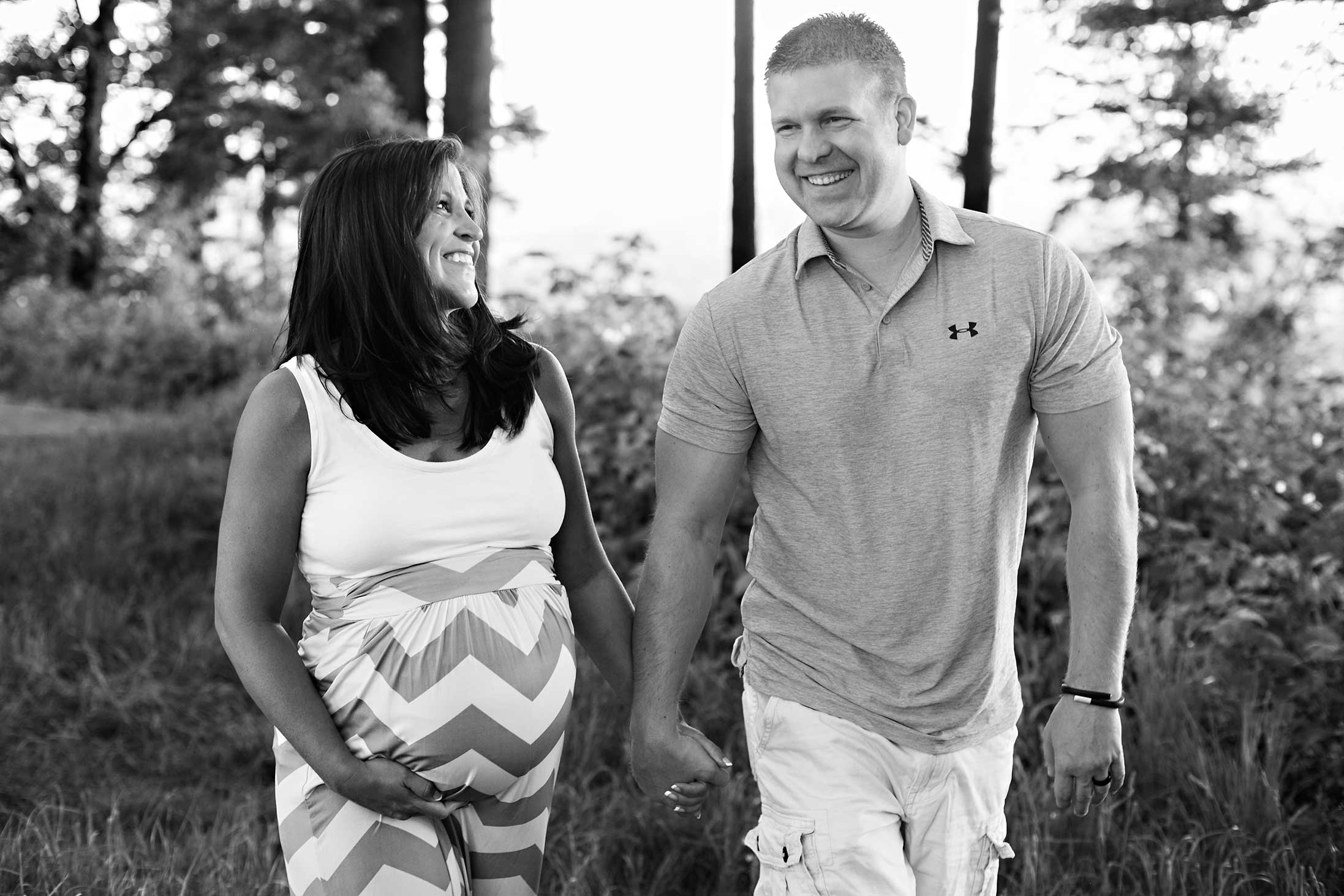 black-and-white-maternity-candid-pregnancy-portland-oregon